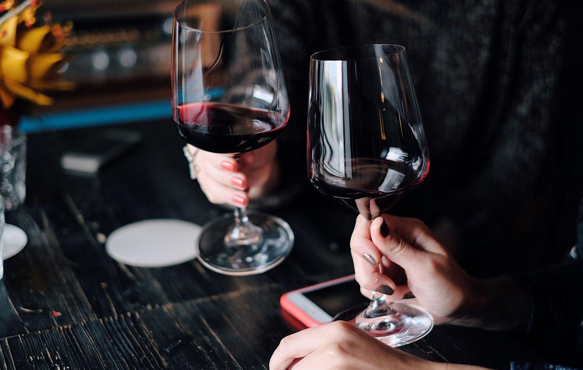 Rode wijn koel serveren